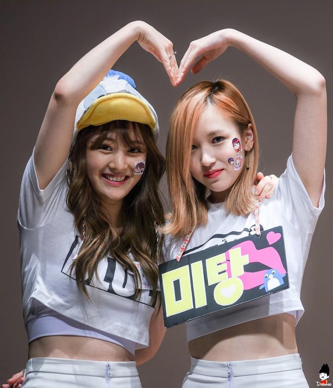 Twice JiHyo and Mina