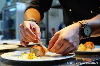 Photo: Chef Ionut Gagiu monteaza Iepure cu Sos de Trufe, sorici deshidratat si ciuperci King Oister