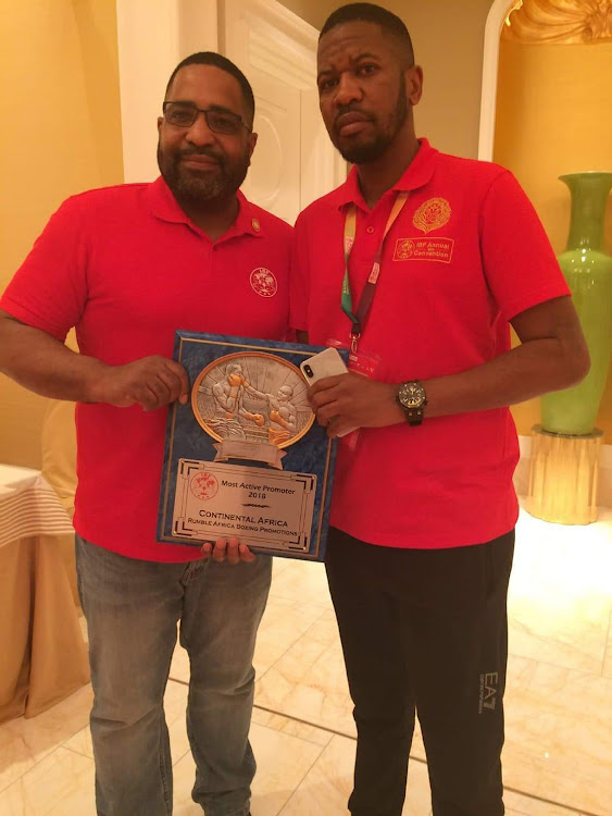 IBF president Darryl Peoples, left, presents his organisation's promoter of the year award on the African continent to Rumble Africa boss Thembalethu Ntuthu.