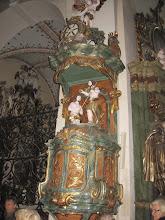 Photo: Rokokowa chrzcielnica w nawie głównej