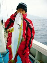 Photo: どーだ! 5.5kgのヒラスでした。 ・・・ナガっちゃん! ヒラスの釣り方思い出したそうですよ!