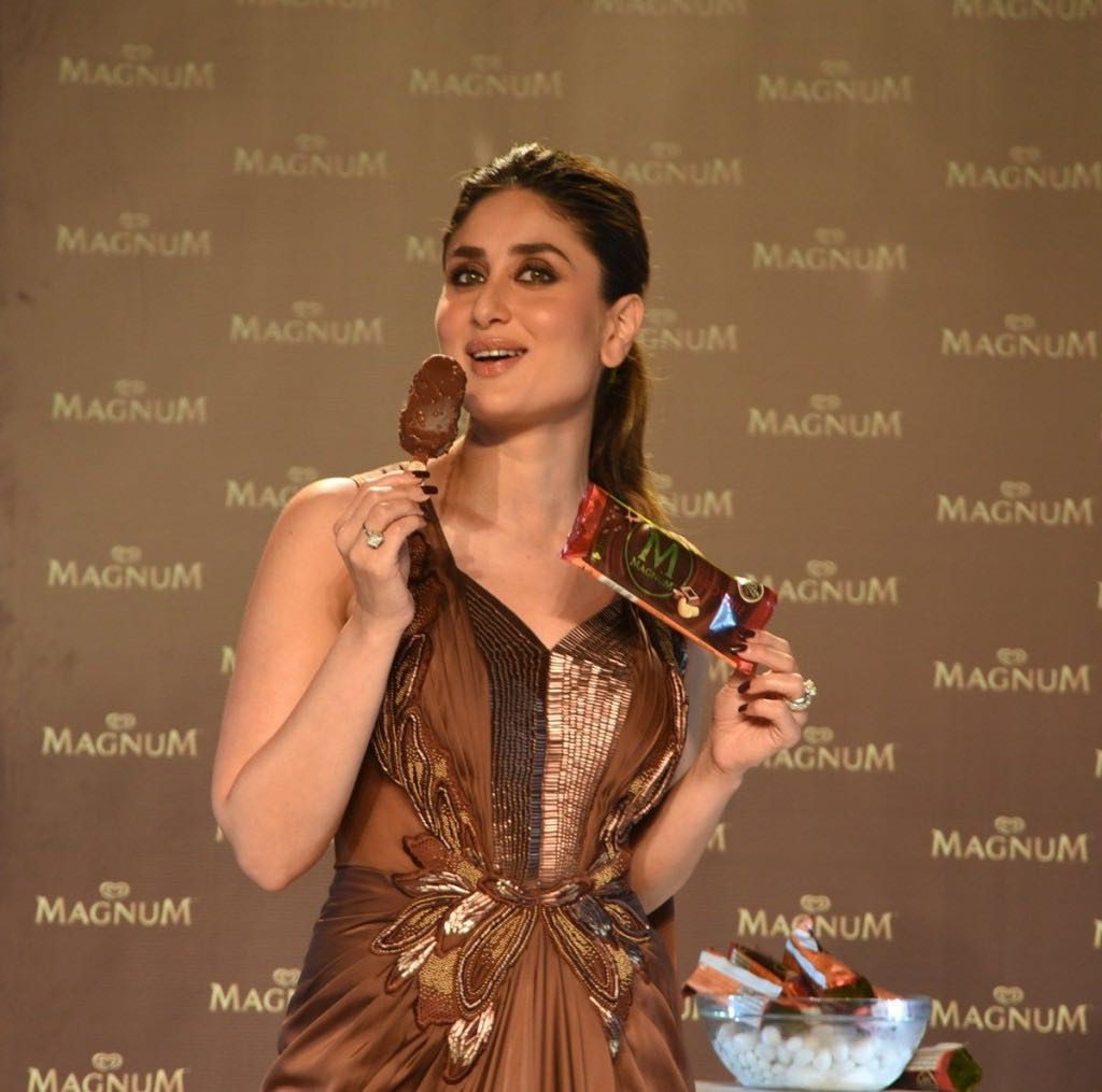 Kareena Kapoor enjoying ice cream