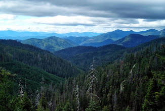 Photo: View of theSiskiyou Mountains fromOregon Caves National Monument
