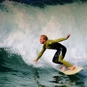 Sortie du rouleau by Gérard CHATENET - Sports & Fitness Surfing