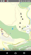 Photo: De camping zie je links, Lastours rechts en wij bevinden ons bij de blauwe pijl, halverwege een klauterpaadje van een kilometer de berg af
