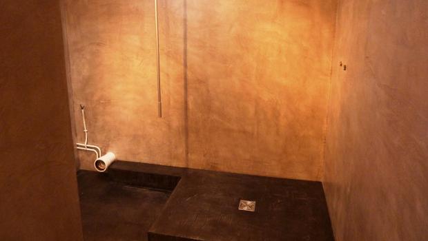 douche et salle de bain rénové grâce au béton ciré sur ancien carrelage