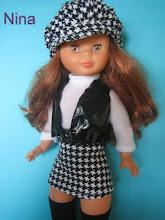 Photo: CONJUNTO POP LONDON: Compuesto por minifalda, jersey de cuello alto, cinturón, chaleco, gorra y medias negras altas: 21 euros más envío