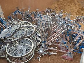 Photo: 19 fietsen klaar voor het vervoer
