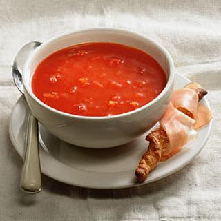 Tomatensoep Met Soepstengels Met Rauwe Ham