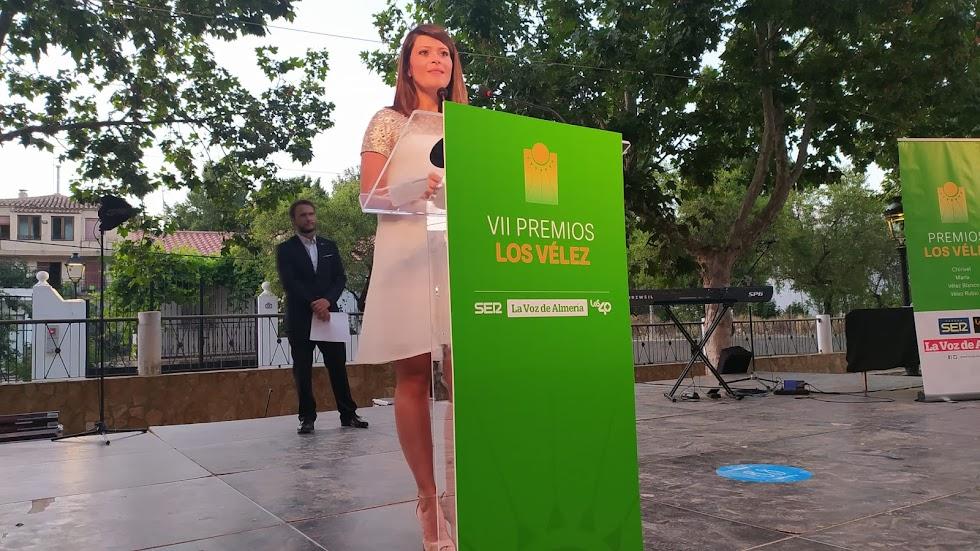 Ángeles Martínez, vicepresidenta segunda de la Diputación de Almería, interviene en la gala.