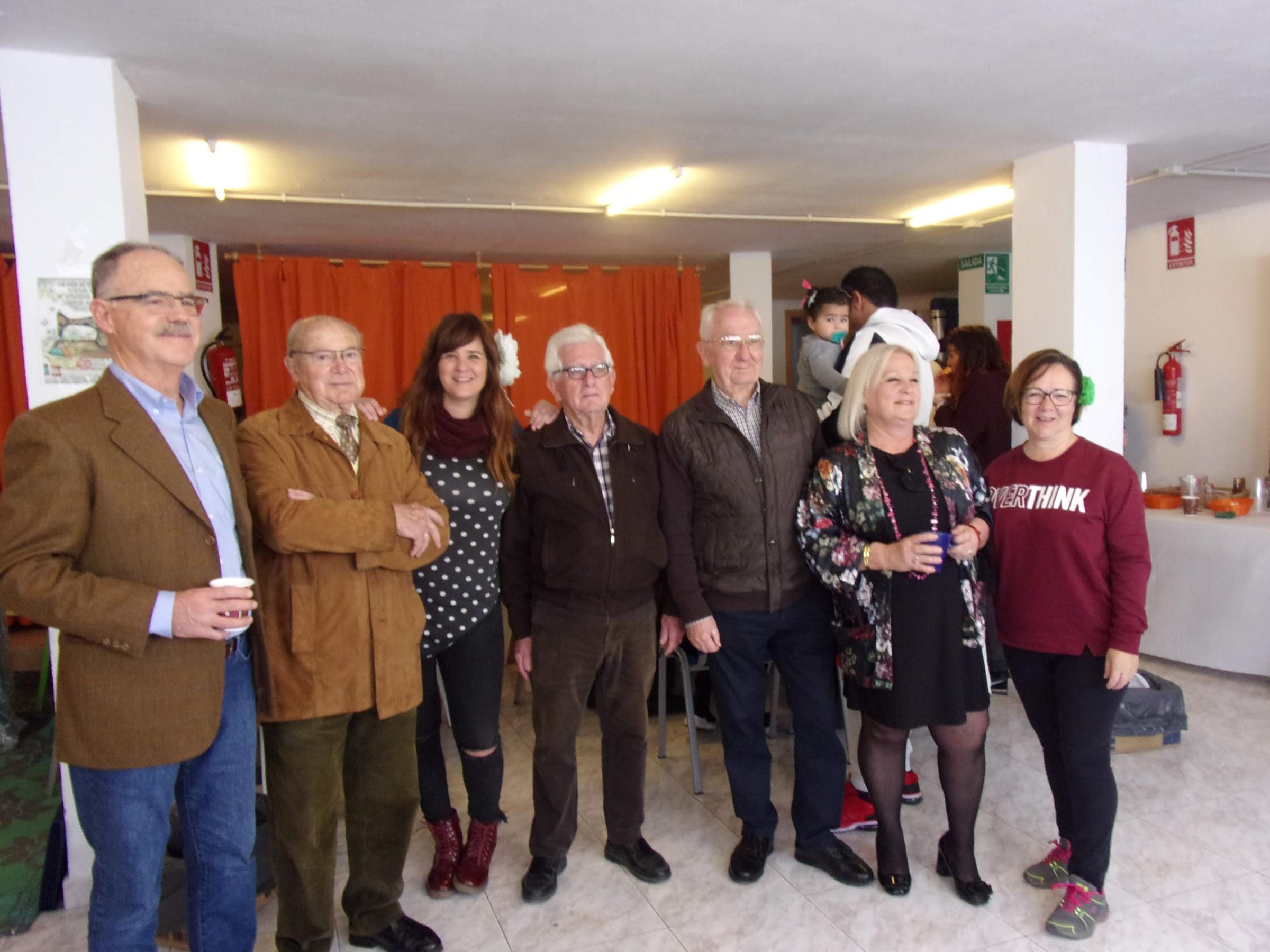 Un barrio de todos ha celebrado el Día de Andalucía compartiendo desayuno andaluz con vecinos y usuarios