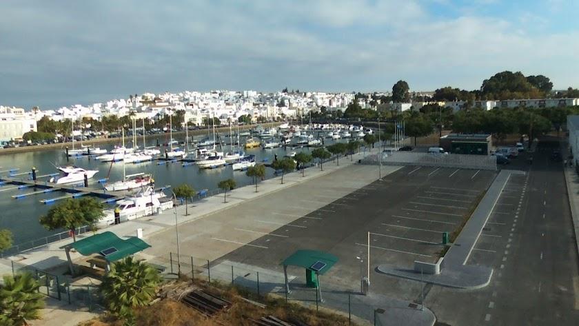 Imagen de la zona para autocaravanas habilitada en el puerto de Ayamonte