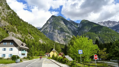 Photo: Im Tal geht es entlang der Soca leicht bergab.