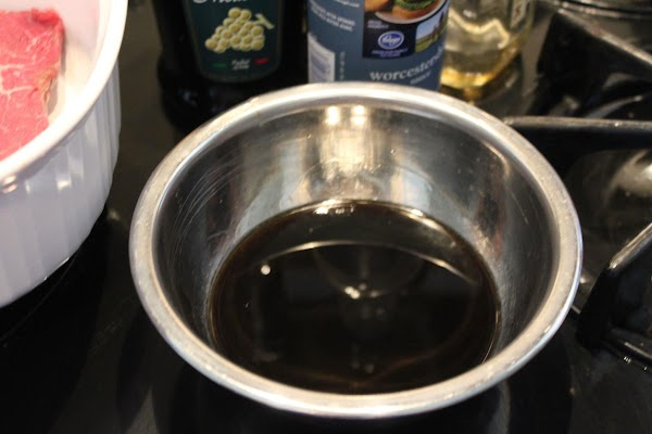 Combine balsamic vinegar, bourbon and Worcestershire sauce in a small bowl.