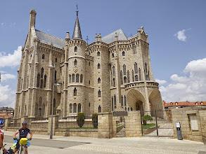 Photo: Palacio Episcopal (plans d'Antonio Gaudi)