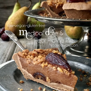 Medjool Date & Pear Praline Pie (raw, vegan, gluten-free)