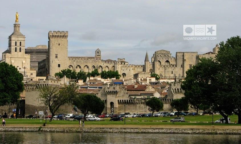 Prin Provence: Avignon si Arles