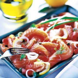 Lachscarpaccio mit Tomaten und Frühlingszwiebeln