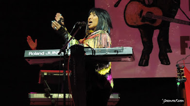 Photo: Buffy Saint-Marie, the crowd player