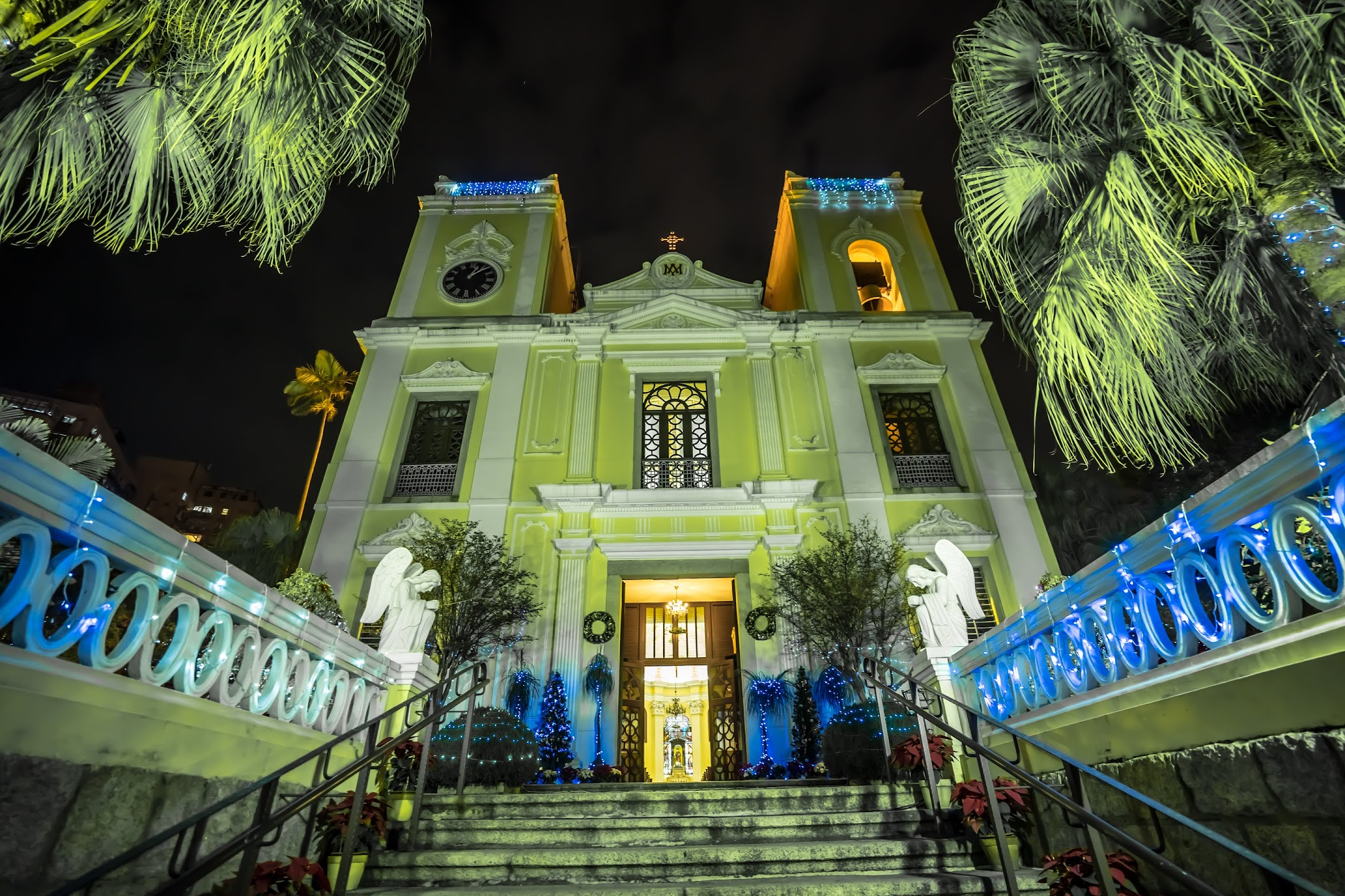 Macau St. Lawrence's Church light-up1