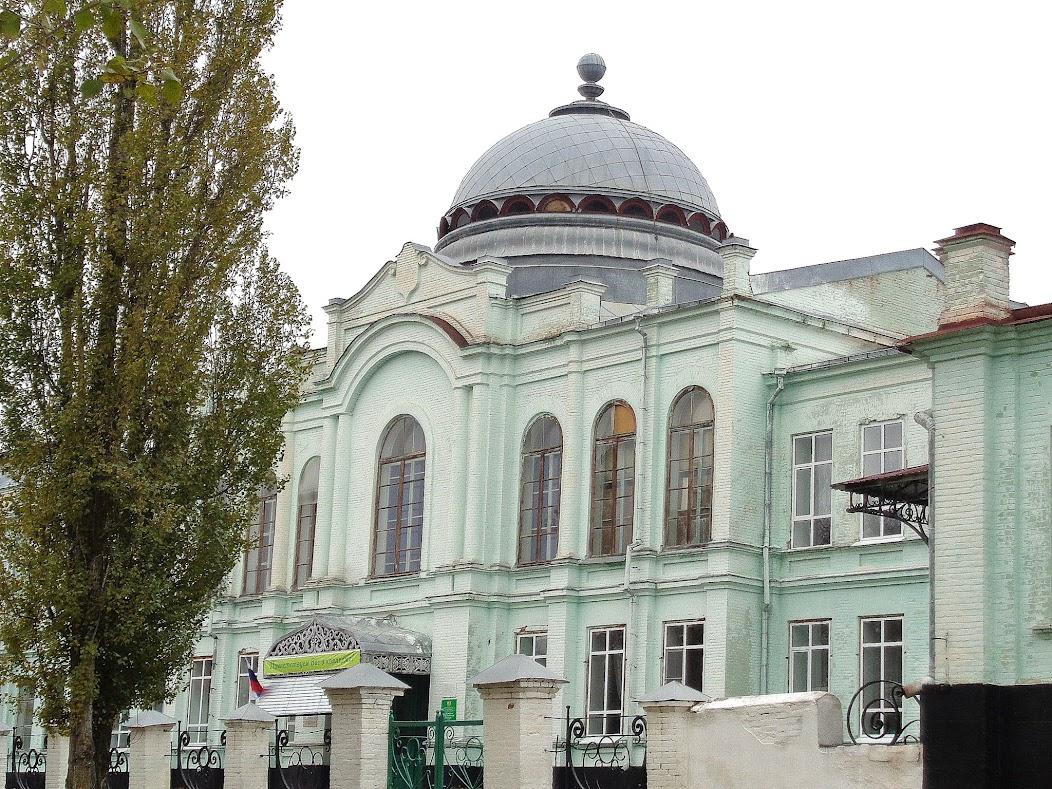 В среднем течении Дона (Воронежская область): Павловск.