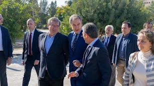 Zapatero, en el centro, a su llegada a la UAL.
