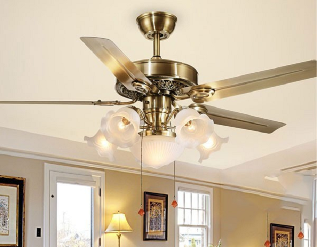 Kiểm tra ốp đèn của quạt trần đèn sẽ giúp đảm bảo sự an toàn cho mọi thành viên hơn