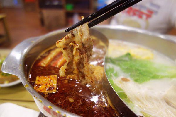 香辣湯頭不麻舌好吃的百來元平價鍋物 經典麻辣鍋物(飲品.冰淇淋無限量供應)