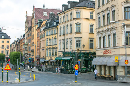 Gamla-stan-Stockholm.jpg - Buildings at the entrance of Gamla stan, the historic old town of Stockholm.