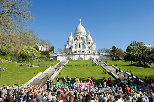 Sacre-Coeur-Paris.jpg - The famed landmark Basilique du Sacré-Coeur in Montmartre, Paris.