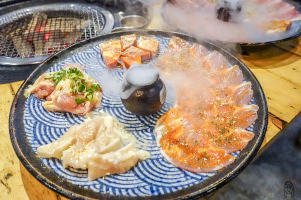 台南吃到飽 東區尖叫精緻炭火燒肉,讓人瘋狂的活跳跳水道蝦、精緻燒肉、新鮮海鮮、Cold Stone冰淇淋任你吃!