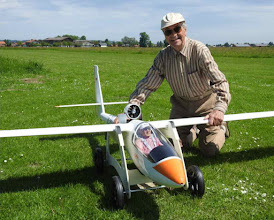 Photo: Günther Thonig,  91 Jahre alt und immer noch aktiv hier mit einer 1:3 ASW 15.