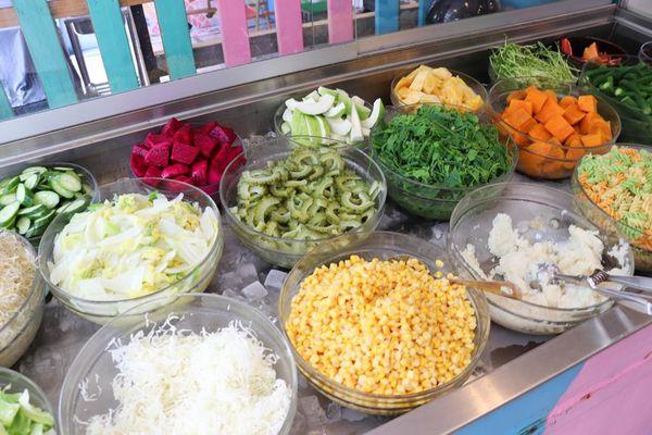 育樂街平價沙拉自助吧,艸疏田木 Salad Buffet,新鮮清爽食材多樣化,想吃多少自己裝盒子裝得下都可以!-台南女孩凱莉吃透透