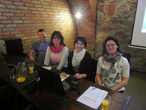 Photo: wesoła ekipa przedstawiająca wspomnienia z wyprawy wokół Jziora Bodeńskiego - Piotr, Hania, Małgosia i Beata