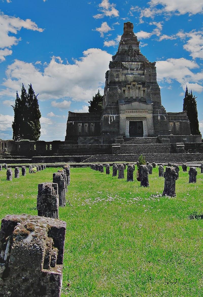 Mausoleo di cemento di Marco Buggio