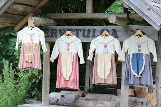 Photo: Lasten perinnehameet (varastossa olevat) vasemmalta alkaen koot 86cm, Myyty , 92cm, 92cm