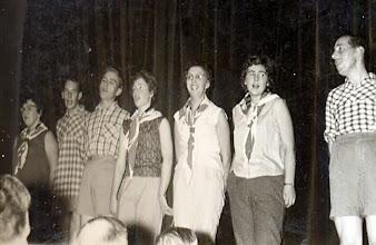 Photo: Revue 1961, Jantje Vedder, Jan Talens, Rieks Hadderingh, Roelie Sloots, Lammie Enting, Jantje Rozenveld en Hendrik Hoving