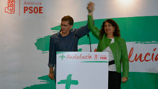 José Luis Sánchez Teruel junto a Mª Jesús Montero en el acto de ayer