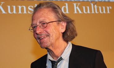 """Photo: APA10543768-2 - 06122012 - SALZBURG - …STERREICH: ZU APA-TEXT KI - Schriftsteller Peter Handke erhŠlt am Donnerstag, 6. Dezember 2012, den """"Gro§en Kunstpreis fŸr Literatur"""" des Landes Salzburg in der Residenz, in Salzburg. APA-FOTO: FRANZ NEUMAYR"""