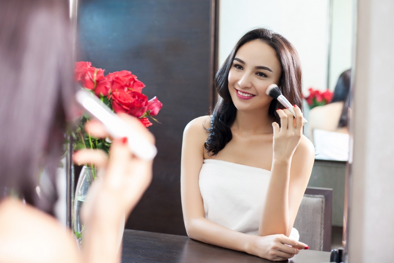 Phụ nữ chăm chút bản thân để xinh đẹp, tự tin và được chồng yêu thương hơn