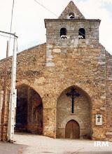 """Photo: Fachada de la Iglesia antes del arreglo de 1995. Todavía tenía la placa de los """"caídos"""" a la derecha de la portada. (Marzo, 1993)"""