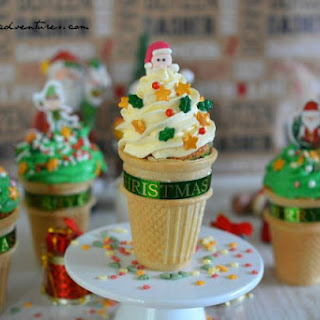 "CHRISTMAS ""ICE CREAM"" CONE CAKES"