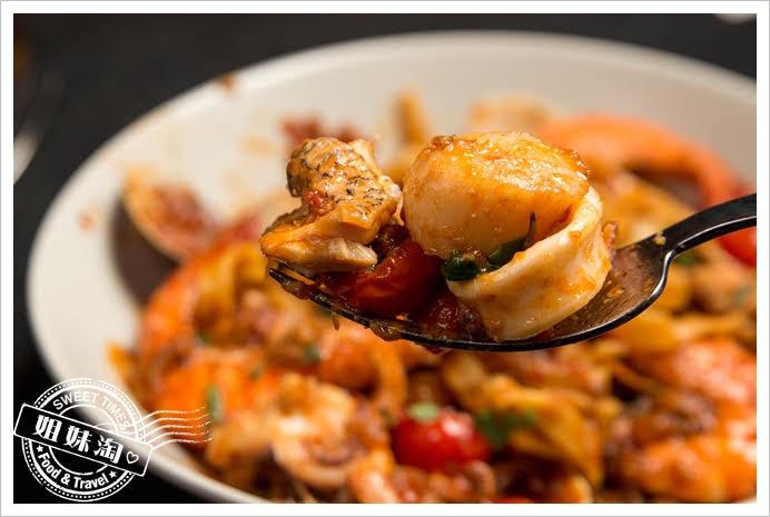 波特廚房活跳跳海鮮愛上細扁麵