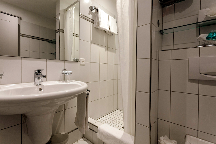 Bathroom - 1 bed apartment