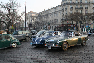 Photo: MG B de 1964 et Porsche 356 SC de 1964