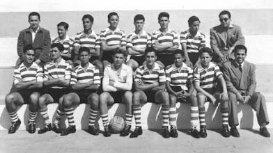 Photo: 1962(?) :Sporting C. de Moçâmedes -     Mário Tendinha, Carrapito, Briguidé, Cabecinha, Formosinho, Guto, Zé Lobo, Zé Cicorel, Fernando Castro, Kaimbuça, Amável, Zé Peyroteo, Sampaio, Aguinaldo Pinto e José Fragata