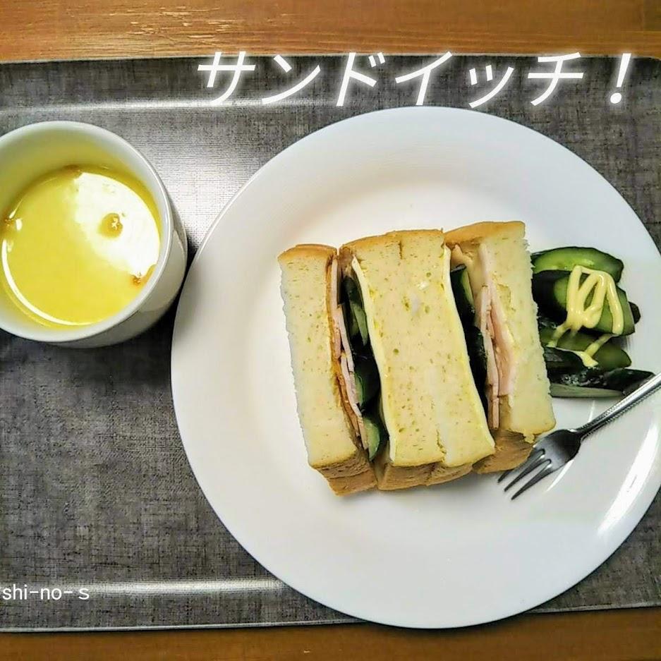 サンドイッチとコーンスープ
