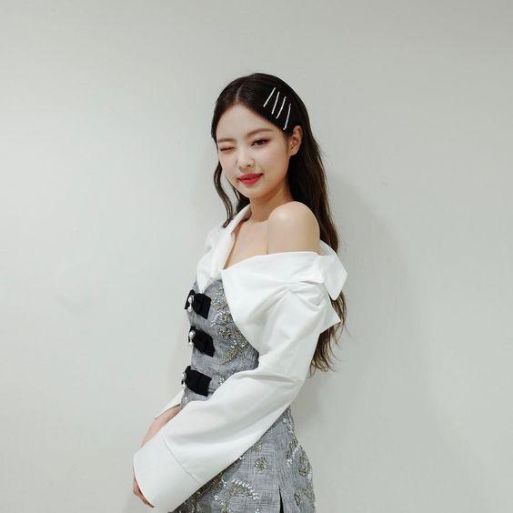 jennie shoulder 33