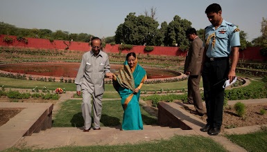 Photo: President Pratibha Patil with her husband Devi Singh Shekhawat at Mughal Garden. Indian Express photo