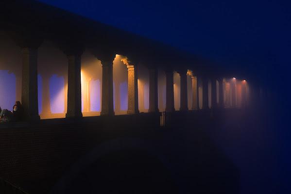 In un angolo del ponte... di Sergio Locatelli